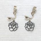Boucles d'oreilles clips filigrane camélia P20